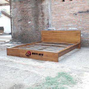 Dipan Tempat Tidur Jati Minimalis